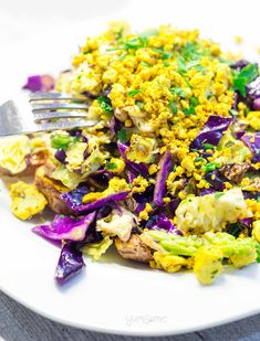 This spicy tofu scramble is easy to make; is incredibly filling, full of goodness, and is a delicious complete meal for supper or brunch. Sesame Tofu, Tofu Scramble, Vegan Dinners, Cobb Salad, Cauliflower, Spicy, Roast, Easy Meals, Brunch