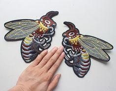 Купить товар Одна пара пчелы аппликация патч Пришить Патч старинные вышитые Патч, моды украшения ткани патч в категории Кружево на AliExpress. размер: 15*18 смцвет: Показано как изображениеэто перечисление для 1 пара. больше на складе-----------------------------