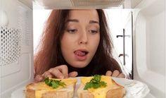 Que ocurre con los alimentos cuando los metemos en el microondas