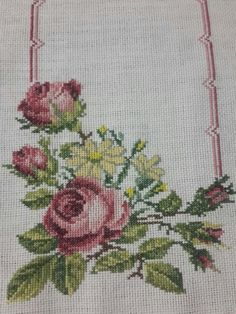 This Pin was discovered by Olg Embroidery Patterns Free, Beaded Embroidery, Cross Stitch Embroidery, Hand Embroidery, Knitting Patterns, Cross Stitch Borders, Cross Stitch Rose, Cross Stitch Flowers, Cross Stitch Patterns