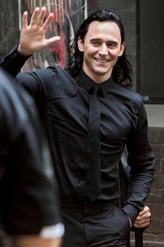 Tom Hiddleston on the set of Thor: Ragnarok in Brisbane, Australia on August 23, 2016. Source: Torrilla. Click here for full resolution: http://ww4.sinaimg.cn/large/6e14d388gw1f73pcwwr09j22bc1jknh3.jpg