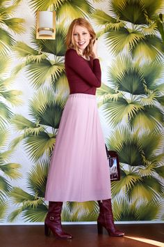 How Editors Actually Dress During The Winter In Partnership With Uniqlo Pink Pleated Midi Skirt, Burgundy Sweater, Burgundy Boots, Next Clothes, On Repeat, Night Outfits, Winter Dresses, Look Cool, Spring Fashion