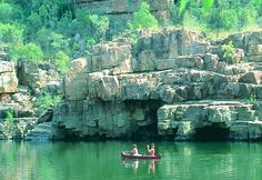 Canoeing on the Katherine Gorge – Nitmiluk National Park Australia's Outback Northern Territory Photo: Courtesy Northern Territory Tourist Commission See Accommodation in Katherine See Tours and Adventure in the Northern Territory Outback Australia, Darwin Australia, Visit Australia, Western Australia, Australia Travel, Great Places, Places To See, Beautiful Places, Billabong