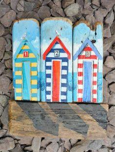 tableau-bois-flotté-petites-maisons-peintes-sur-planches-de-bois