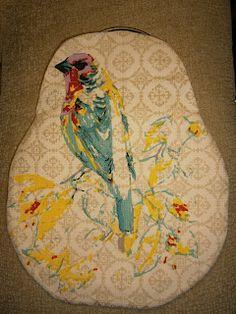 Bolso de boquilla oro envejecido con pajaro semi-bordado