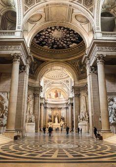 Kiến trúc bên trong điện Panthéon. Nơi đây từng chứng kiến nhiều sự kiện quan trọng trong lịch sử nước Pháp. Ngày nay, đây là nơi chôn cất và tôn vinh những nhân vật lịch sử và danh nhân nước Pháp.
