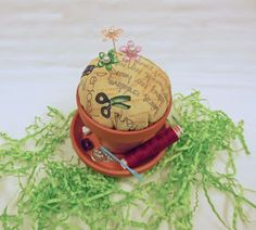 Quilting Frenzy --: Flower Pot Pincushion - Day 11 of 100 Days on Pins and Needles