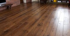 Reclaimed Hardwood flooring is highly favoured by homeowners. Not quite as eco-friendly as some other flooring choices, reclaimed wood is used from tress that were chopped down a long time ago. Reclaimed Hardwood Flooring, Reclaimed Timber, Hardwood Floors, Porcelain Wood Tile, Ceramic Floor Tiles, Eco Friendly Flooring, House Insects, Timber Boards, Old Barn Wood