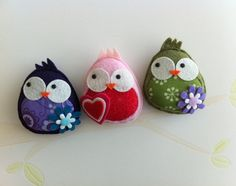 Felt Owls..you can even use this idea with shaped rocks. Cute!