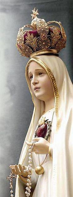 ♦ Fátima é, sem dúvida, a mais profética das aparições modernas! As aparições de Nossa Senhora, em Fátima são consideradas como sendo a mai...
