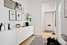 Ikea hack floating sideboard hallway white floating sideboards 1 home interior decorating ideas free Home Living Room, Apartment Living, Hallway Sideboard, Kitchen Wall Units, Flooring For Stairs, Scandinavian Apartment, Beautiful Interior Design, House Entrance, Hallway Decorating