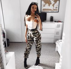 Fashion 2019 New Moda Style - fashion Outfits For Teens, Summer Outfits, Casual Outfits, Cute Outfits, Teen Fashion, Fashion Outfits, Womens Fashion, 70s Fashion, Fashion Fashion