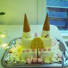 Willa Söderissä lasten synttärit. Jätskikakusta piti taikoa Frozen kakku. #lastenjuhlat #synttärit #jäätelökakku #frozen #prinsessa