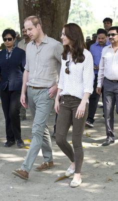 Kate Middleton usa calça da Zara em viagem à Índia
