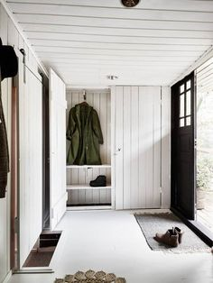 Wood panelled hallway in a charming Swedish cottage by a lake. My Scandinavian Home. Scandinavian Cottage, Swedish Cottage, Swedish House, Scandinavian Style, Lake Cottage, Cottage Homes, Home Interior, Interior Design Living Room, Swedish Interior Design