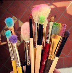 Mitad de semana chicas, hoy es un gran día para poner color en la mirada, que xq hoy??? Y xq no???