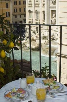 Breakfast in Roma over looking the fountain......getting ready for a special day.