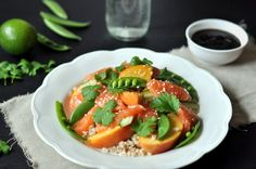 Sashimisalat med byggryn, fersken og østerssaus Caprese Salad, Bruschetta, Ethnic Recipes, Food, Meal, Essen, Hoods, Meals, Insalata Caprese