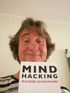 Leuk, Paul heeft het boek 'Mindhacking' van Ronald van Aggelen als vervroegd vaderdagcadeau gekregen. Veel leesplezier dit weekend Paul. #mindhacking #ronaldvanaggelen