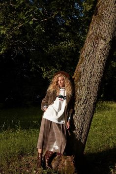 Frederikke Sofie heads to the outdoors for the December 2018 issue of Vogue Japan. In front of the lens of Camilla Akrans, the blonde beauty poses in fall… Creative Fashion Photography, Fashion Images, Women's Fashion, Ladies Fashion, Fashion 2018, Fashion Editorials, Vogue Japan, Blonde Beauty, Photoshoot Inspiration