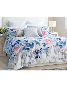 Give your bedroom a fresh look with the Gracious Living Arelho duvet cover set. Inspired by nature, the design features a printed with floral pattern in soft yet vibrant colours.
