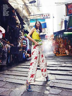 East Side Story – Miao Bin Si graces the pages of Stylist Magazine's spring-summer 2013 issue wearing rich brocades and sumptuous fabrics in the streets of Hong… Fashion Poses, Fashion Shoot, Editorial Fashion, High Fashion Photography, Editorial Photography, Street Photography, Photography Poses, Mode City, Foto Pose