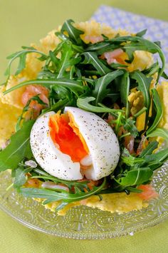 Easter nest in Parmesan cheese and its egg calf Clean Eating Recipes, Cooking Recipes, Healthy Recipes, Tapas, Parmesan, Classic Salad, Easter Side Dishes, Easter Recipes, Great Recipes