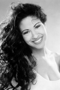 Are you looking for the perfect Halloween costume to accentuate your curly hair? Selena Quintanilla had naturally curly hair and would make an unforgettable costume. Here are the 10 best curly hair Halloween costumes around. Curly Hair With Bangs, Long Curly Hair, Hairstyles With Bangs, Curly Hair Styles, Curly Haircuts, Hairstyle Men, Gown Hairstyles, Updo Curly, 1950s Hairstyles
