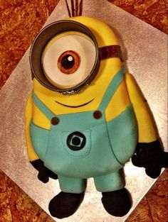 It's my daughter's 4th birthday tomorrow and I just finished her minion cake. - Imgur