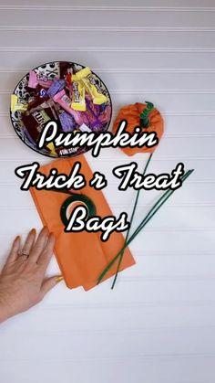Diy Halloween Decorations, Diy Halloween Archway, Easy Halloween Treats, Halloween Party Ideas, Halloween Gifts, Trick R Treat, Easy Diy Gifts, Treat Bags, Tissue Paper