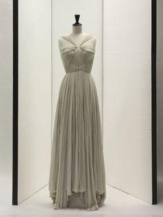 Grès, Robe du soir, Printemps/Été 1952 © Stéphane Piera/Galliera/Roger-Viollet