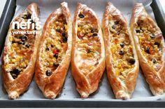 10 Dakikada Kahvaltı Pideleri Turkish Pizza, Food Porn, Turkish Kitchen, Quiche, Delicious Breakfast Recipes, Turkish Recipes, Dessert, Bon Appetit, Hot Dog Buns