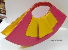 Bolso de mano taurino en polipiel modelo abanico de alCoso.  Handbag bullfighting in leatherette alCoso range of model