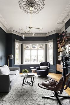 Having small living room can be one of all your problem about decoration home. To solve that, you will create the illusion of a larger space and painting your small living room with bright colors c… Living Room Grey, Home Living Room, Living Room Designs, Living Room Decor, Home Interior, Interior Architecture, Interior Design, Interior Livingroom, Interior Office