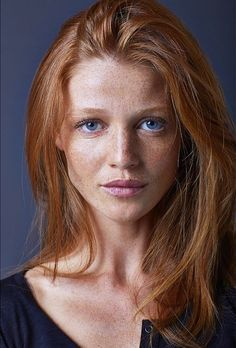 Trendy Long Hair Women's Styles Cintia Dicker. Natural makeup ideas for my redheadedness. Beautiful Freckles, Beautiful Red Hair, Gorgeous Redhead, Gorgeous Makeup, Beautiful Women, Cintia Dicker, Redheads Freckles, Freckles Girl, Red Hair Woman
