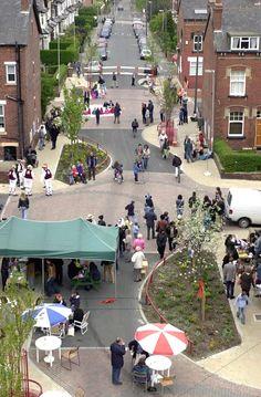 Woonerf street in the UK: a narrow roadway, curves, trees, removable bollards… Urban Landscape, Landscape Design, Urban Ideas, Public Space Design, Public Spaces, New Urbanism, Urban Design Plan, Green Street, Urban Architecture