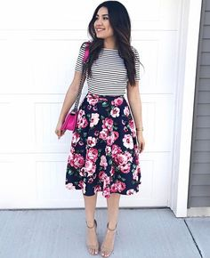 Mixing prints with a navy floral midi skirt. Source by thedarlingstyle outfits modest Modest Summer Outfits, Modest Dresses, Spring Outfits, Modest Church Outfits, Skirt Outfits Modest, Summer Church Outfits, Church Clothes, Modest Wear, Casual Skirts