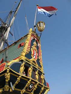 Chica en Batavia, a través de Flickr. Batavia era una nave de la Compañía Holandesa de las Indias Orientales (COV). Fue construido en Amsterdam en 1628, y armado con 24 cañones de hierro fundido. Una réplica del vigésimo siglo del barco también se llama el Batavia y se puede visitar en Lelystad, Países Bajos.