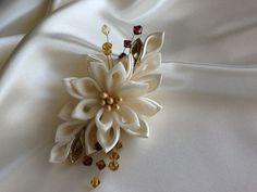 Hair Clip  Ivory Kanzashi Flower Hair por LihiniCreations en Etsy, $28.00