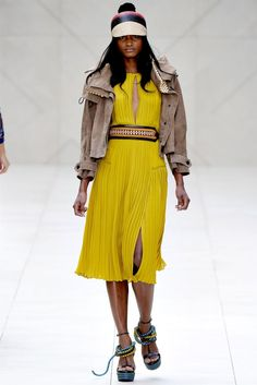 Burberry Spring 2012 | London Fashion Week  posted by Joannaon September 19, 2011 and filed under categories: 2011, 2012, Burberry, London Fashion Week, Runway, Spring, Spring 2012