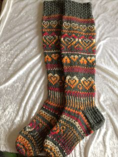 Could be knit fair isle to great effect. Knitting Stitches, Knitting Socks, Hand Knitting, Knitting Patterns, Cozy Socks, Fair Isle Knitting, Slip Stitch, Sock Shoes, Mittens