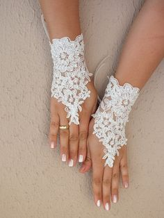 Bridal Accessories: Hair, Veils, Jewelry, Bouquets, Garters - Page 5 Wedding Bride, Wedding Dresses, Ivory Wedding, Gown Wedding, Wedding Gloves, Lace Gloves, Bridal Accessories, Wedding Things, Wedding Stuff