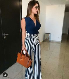 Love high waisted wide leg pants, they look great with any tucked in top ♥ Stylish outfit ideas for women who love fashion! ♥