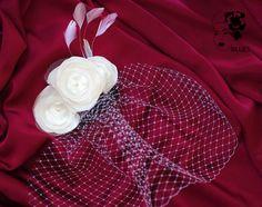 Für den schönsten Tag: Einprächtiges Schmuckstück, das sehr vielfältig in die Brautfrisur eingearbeitet werden kann: hinten, den Schleier um eine Dutt