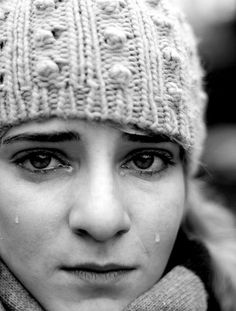 Photo B, Character Modeling, Facial Expressions, Art Reference, Knitted Hats, Winter Hats, Poses, Black And White, Portrait