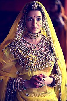 Aishwarya Rai as Princes Jodha in Jodha Akbar movie wearing yellow lehenga and Indian jewellery
