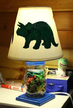 Proyectos caseros de dinosaurios, manualidades, DIY, para decorar una habitación infantil temática de dinosaurios.