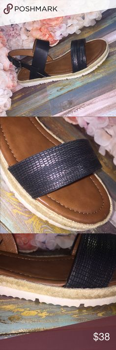 ⚡️BEST SELLER⚡️Trendy-Black VERY COMFY ❌PRICE IS FIRM❌Great Summer Sandal Black with detailed toe strap. Rope detail around outer sole. Inner sole lightly padded  for comfort. True to size. Shoes Sandals
