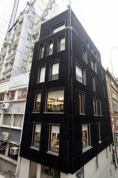 building uses optical illusion to appear black or white depending on the viewer's vantage point
