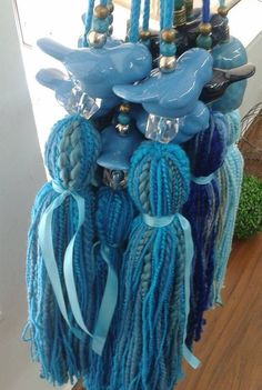 celestes o azules Diy Tassel, Tassel Jewelry, Tassels, Diy Craft Projects, Diy And Crafts, Arts And Crafts, Creative Box, Beaded Jewelry Designs, Passementerie